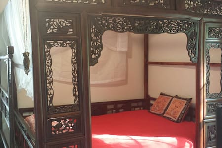 Chinese Antiques bedroom-ATL suburb - Ev