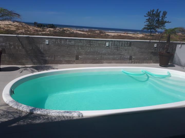 Casa nova  e moderna com piscina em Jaguaruna.