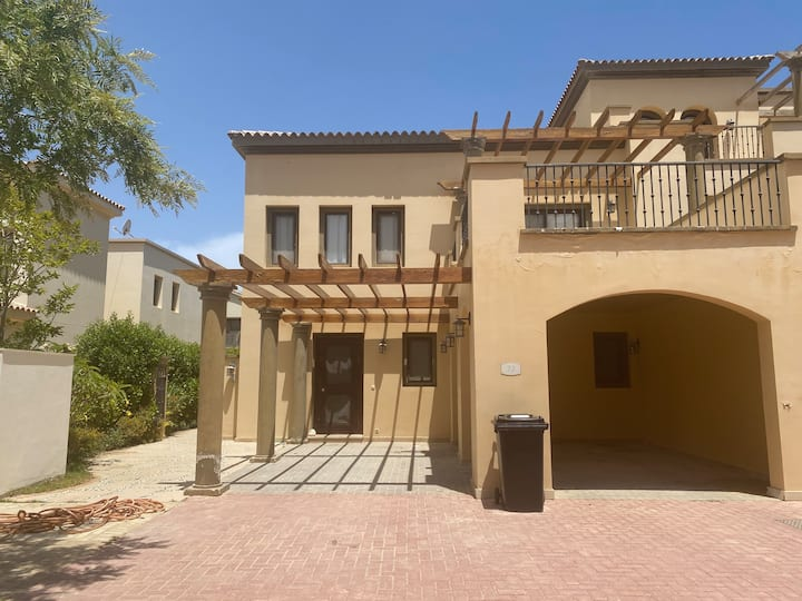 Marassi townhome for rent in Isola district