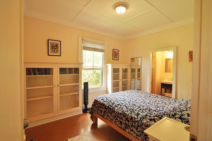 Quite room 3 with Queen bed and cork floors. Garden view.