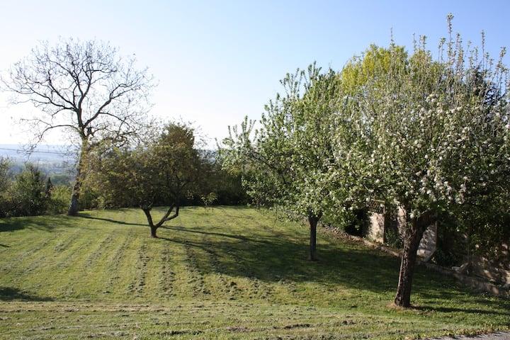 Maison meublée à la campagne, vue superbe , jardin