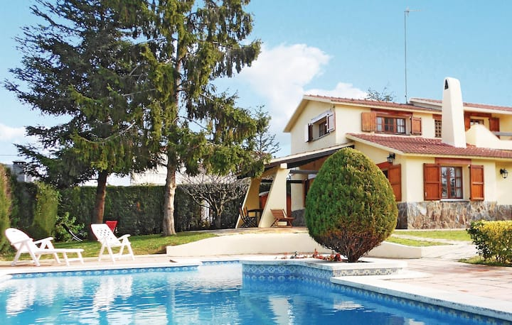 Stunning home in l'Ametlla del Valles with WiFi and 3 Bedrooms