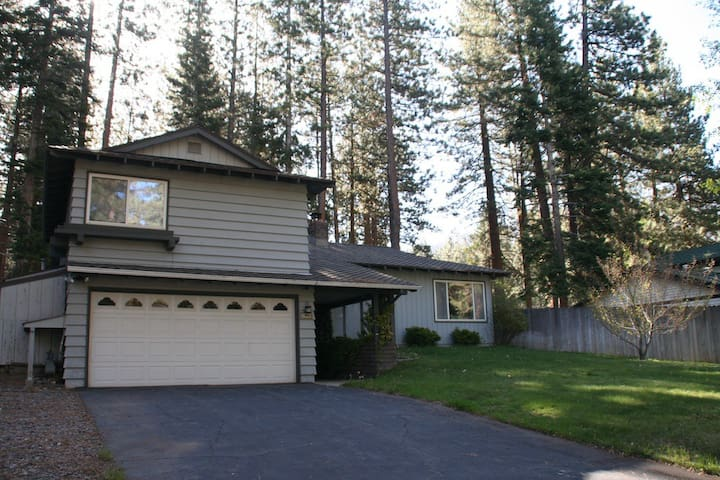 Quiet and Delightful Tahoe Cottage - Stateline - Huis