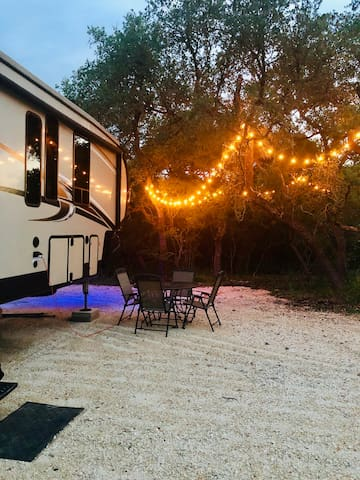 Hill Country 5th wheel on 21 acres