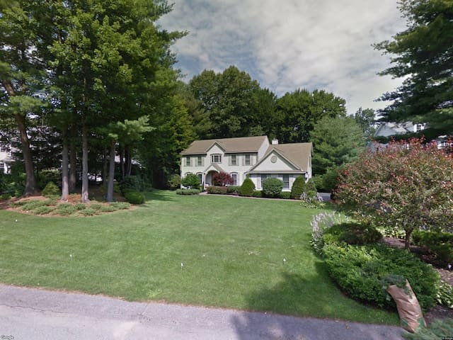 Gorgeous Saratoga Home Minutes to Track & Downtown