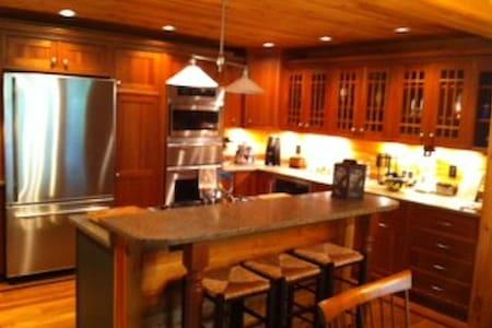 Stunning Log Cabin - Monterey - House