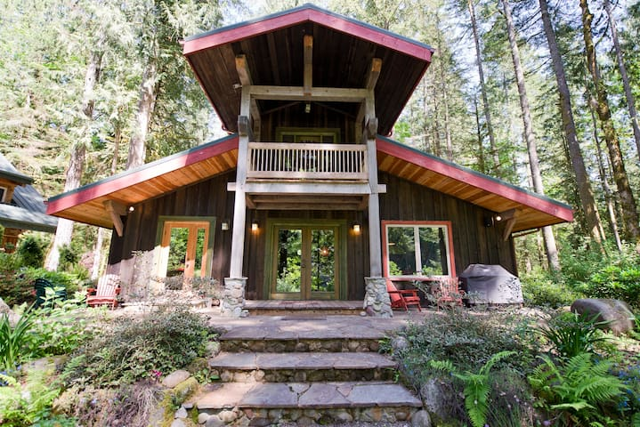 Hot tub, Wifi, On the sandy River! - Mount Hood Village - Cabin