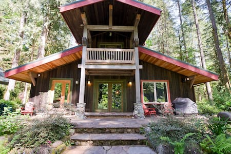 Hot tub, Wifi, On the sandy River! - Mount Hood Village