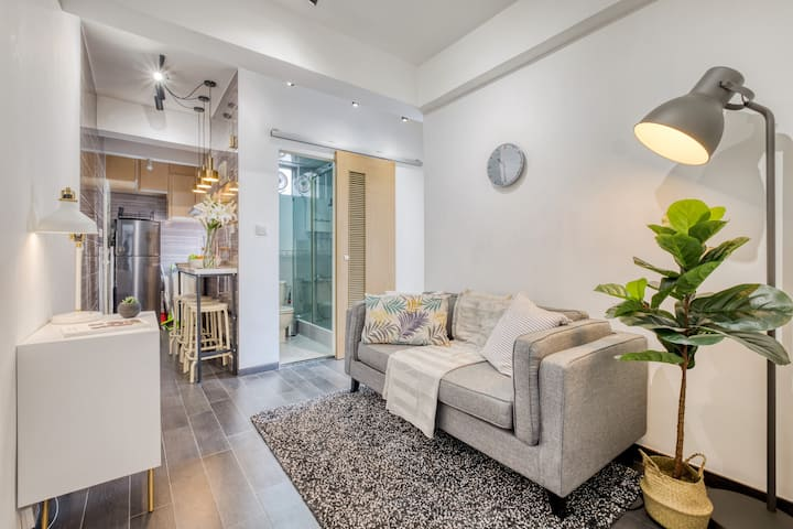 Cozy Fully Furnished 3 Bedroom Apt. on High Street