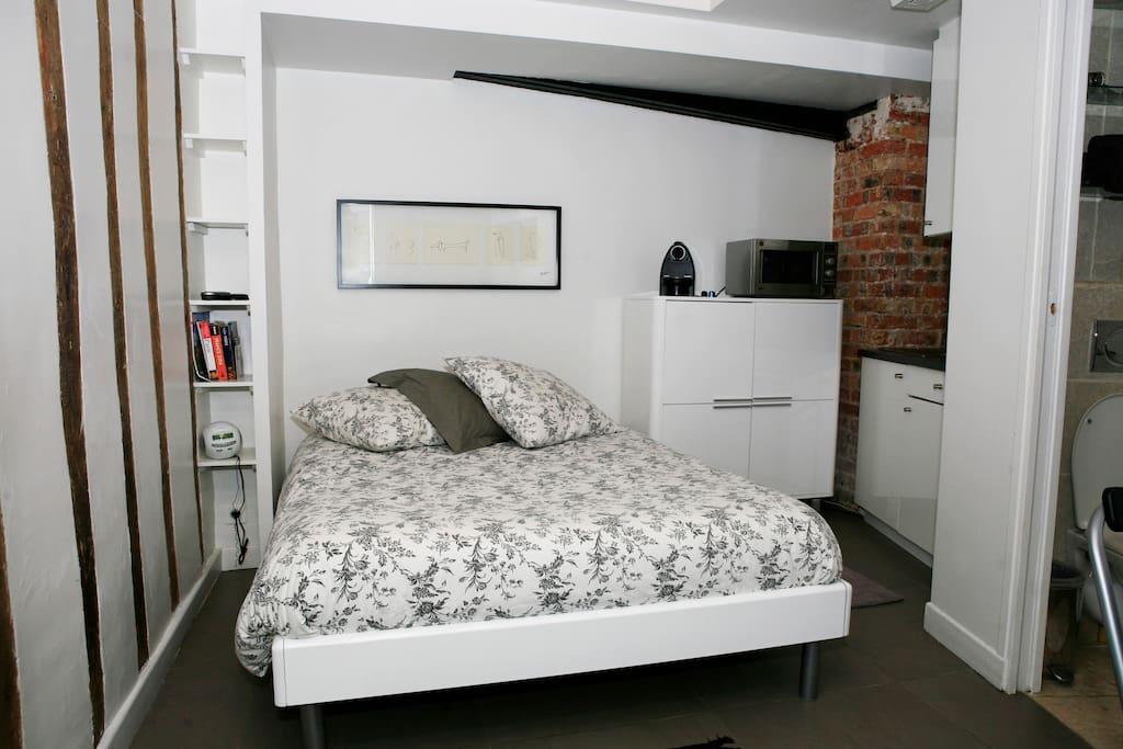 studio la gar onniere paris marais apartments for rent in paris le de france france. Black Bedroom Furniture Sets. Home Design Ideas