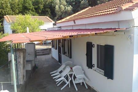 2 μονοκατοικίες πλήρως εξοπλισμένες - Akamatra - Rumah