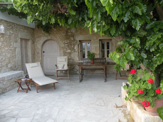 Beautiful renovated villa in Aptera - Aptera - Huis