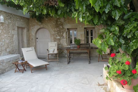 Beautiful renovated villa in Aptera - Aptera
