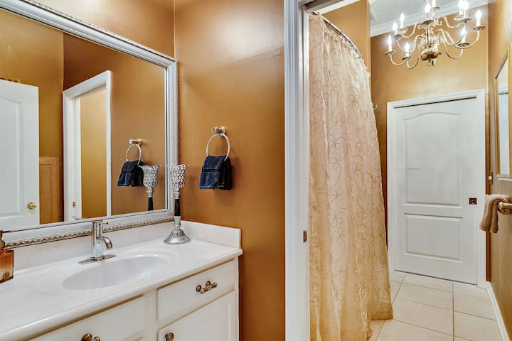 Full bath with porcelain tub and shower. Pocket door between shower and vanity allow for sharing the space easily with your travel partner. Chandelier on dimmer for cozy romantic shower time. Towels, toiletries and hairdryer provided.