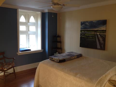 Charming Blue Room for one or two