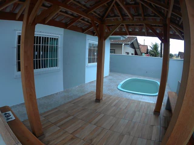 Casa na Praia de Enseada-SFS c/ AR, Piscina, Wifi