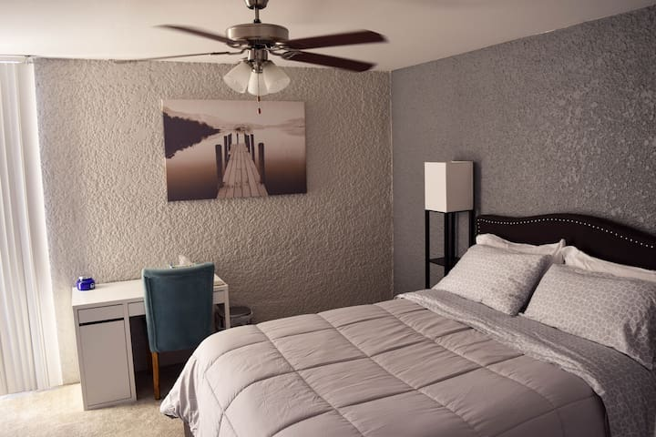 Elegant Bed & Bath, Ice Cold A/C & Refreshing Pool - Phoenix - Apartment