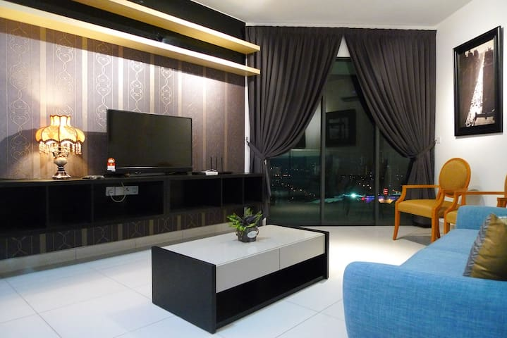 Aesthetic Home (6 Queen Beds) Near TBS, Mid Valley