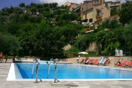 Cottage with swimming-pool in the residence - Finale Ligure