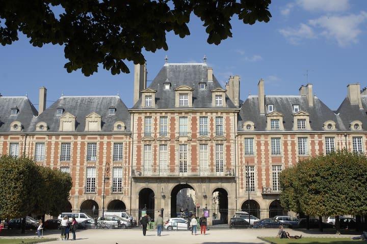 Historic Location Place des Vosges
