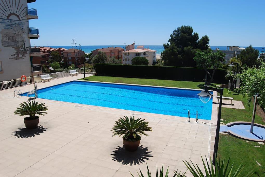 Lujoso apartamento piscina y wifi apartamentos en for Piscina municipal el vendrell