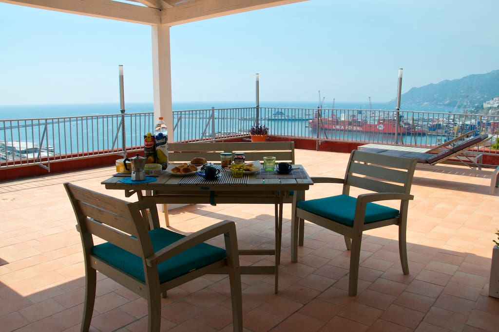 Enjoy your breakfast in the shadow of the patio with the view over Salerno and Amalfi Coast