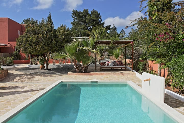 KM5 - Private pool garden 3 bedroom close to Ibiza