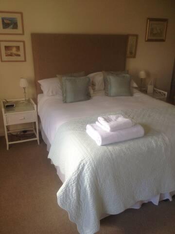 Cosy room ! with views over fields. - Wiltshire - ที่พักพร้อมอาหารเช้า