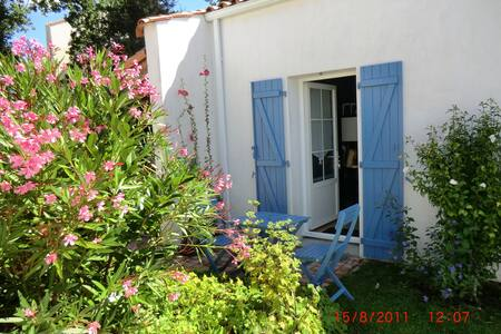 Charmant studio indépendant - La Roche-sur-Yon - Bed & Breakfast