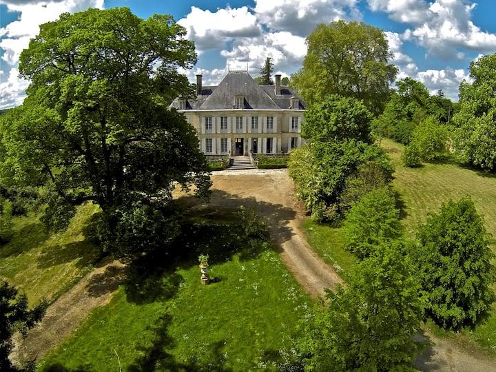 Small chateau, pool, private estate
