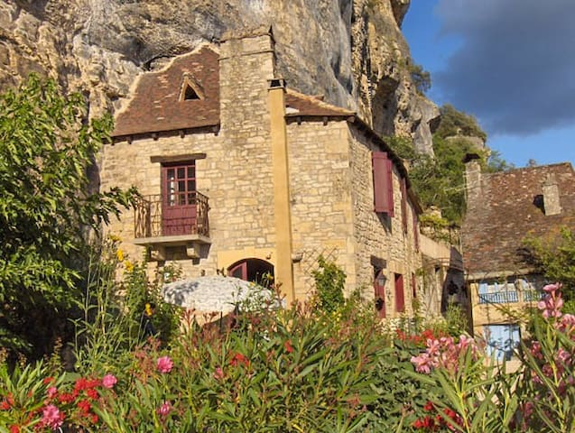 Stop a while and dream - La Roque-Gageac - House
