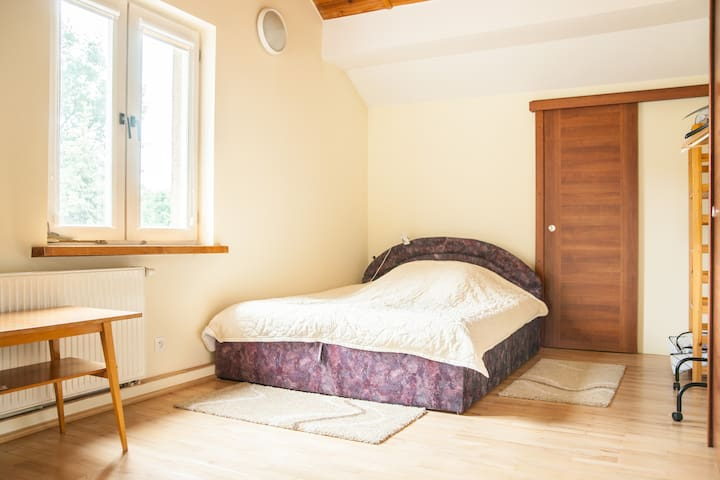 Big room with bathroom on the floor - Warschau - Haus