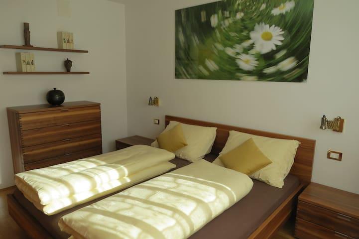 Camera da letto 1, Schlafzimmer 1, bedroom 1