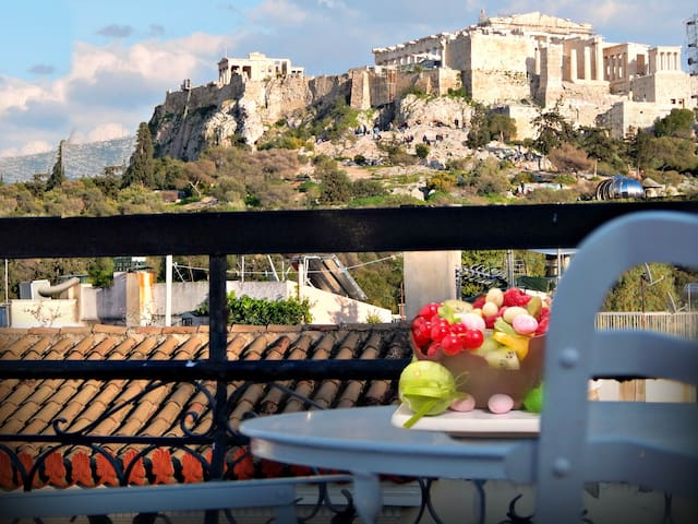 *In the Neighbourhood of the Gods-Acropolis View! - Atina - Daire