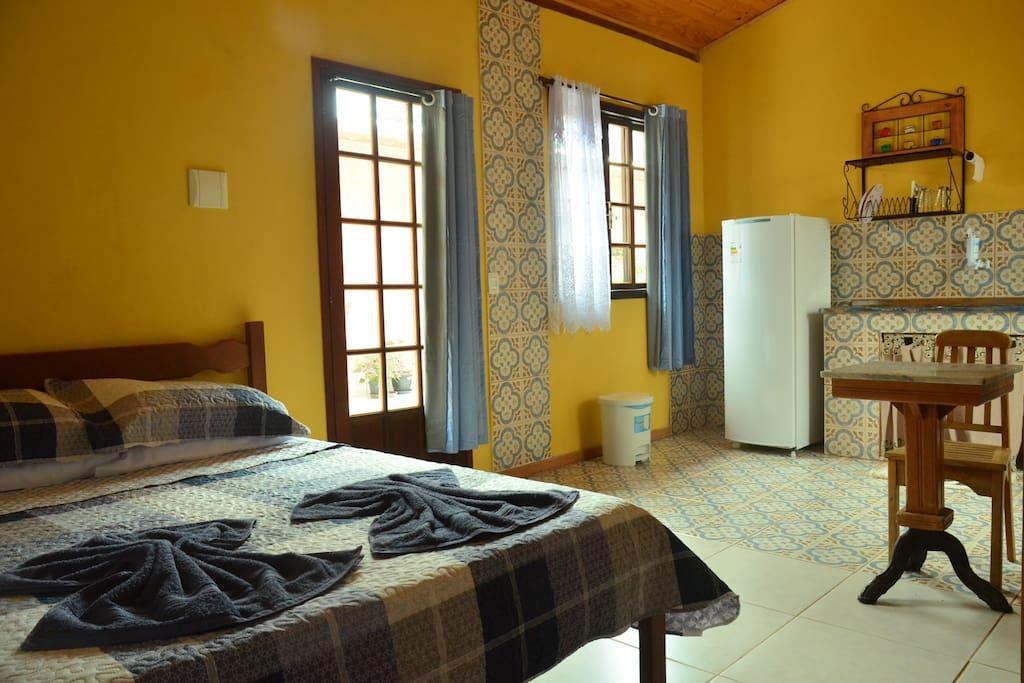 Espaço amplo com o conforto de uma casa no campo