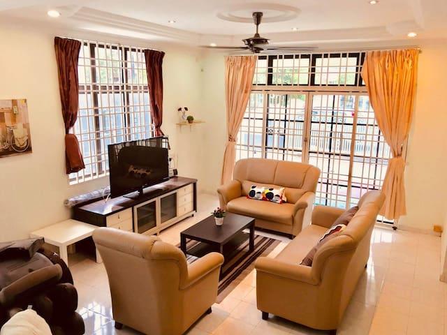 """""""Lil Palace""""Homestay SemiD(10pax)near Sam Poh Tong"""