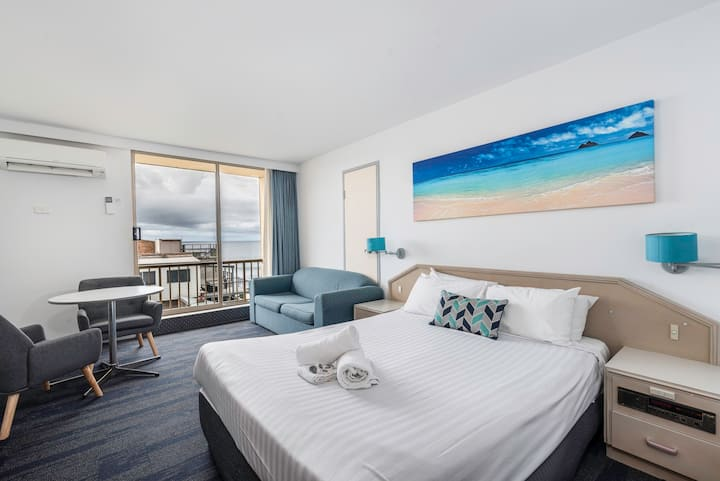 Newcastle East - Ocean Views - Central Location