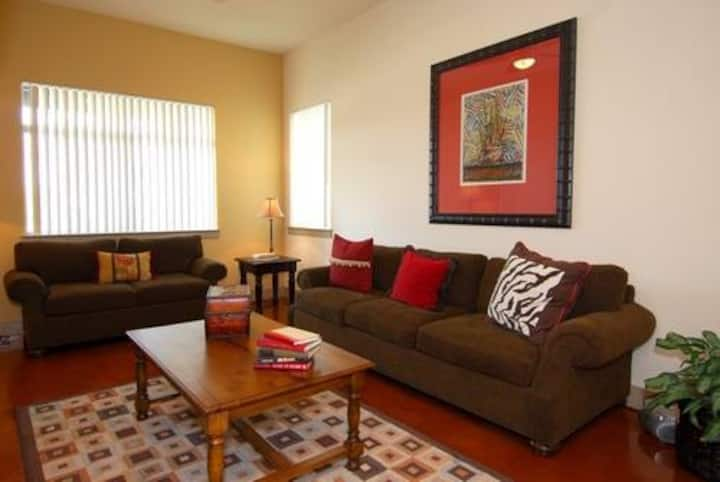 Clean apt just for you | 2BR in Santa Clarita