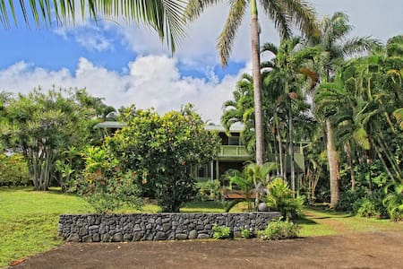 Across from Hana Bay, Upstairs 1 Bedroom 1 Bath