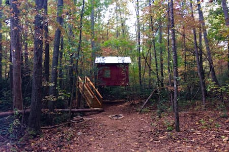 Secluded Treehouse near Helen, GA