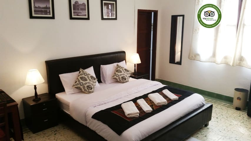 #3 - Big bed king size by side Mekong river - Vientiane - Villa