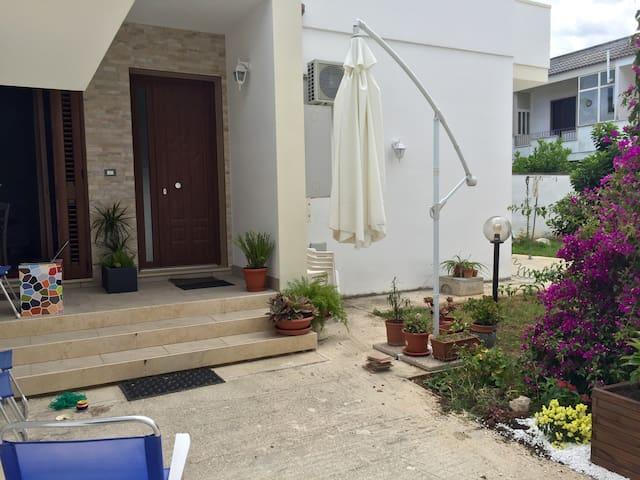 Garden House Lecce - Casa con giardino