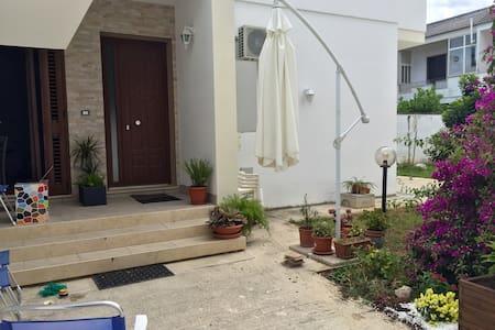 Garden House Lecce - Casa con giardino - Lecce