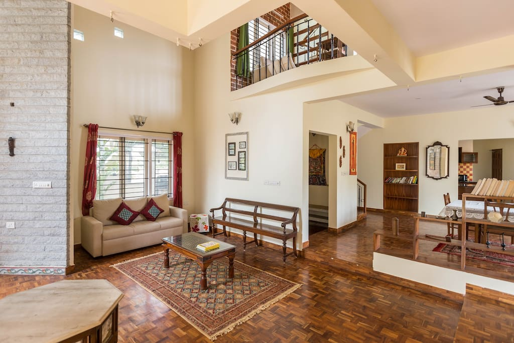 High ceilings, open spaces and charming decor