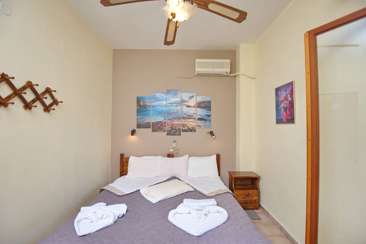 Studio for 2 - 50m from Rousoum Beach