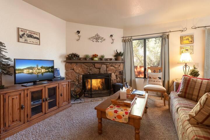 """Lakeside Retreat"" is charming with Spa.Pool. - Big Bear Lake - Apto. en complejo residencial"