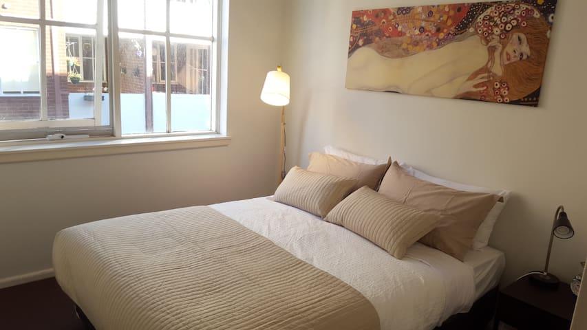 Light filled Apartment in Premium Melbourne Pocket