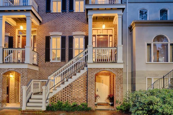Elegant home near Forsyth Park sleeps for 3
