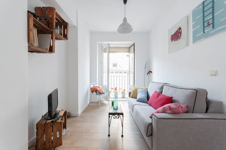 Cosy apartment with WIFI and A/A in Central Madrid