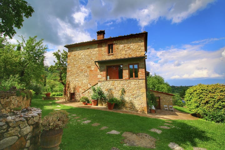 Rustic villa with private pool near Montepulciano, breathtaking views